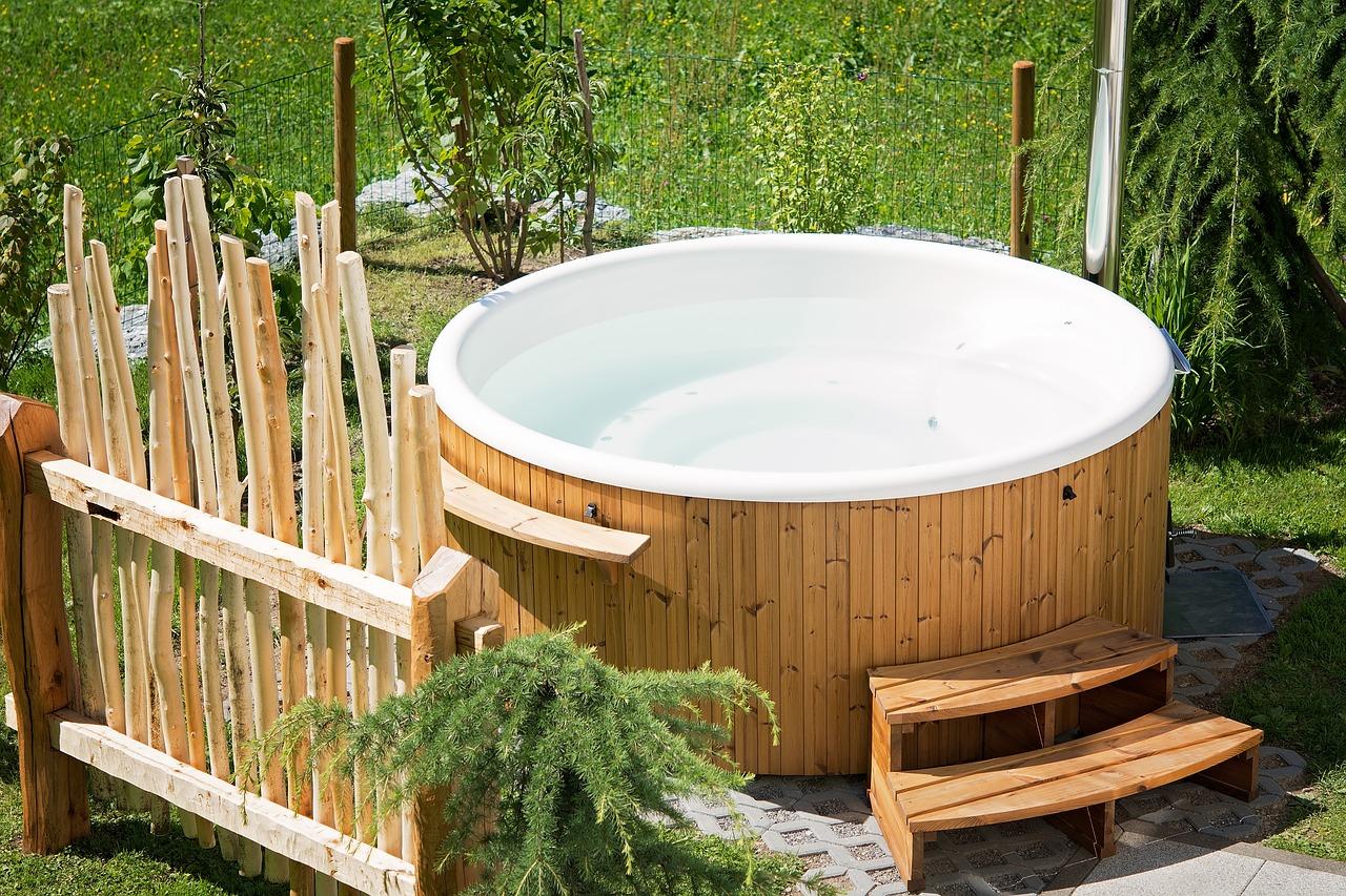 Whirlpool Im Garten Eingebauter Oder Aufblasbarer Whirlpool
